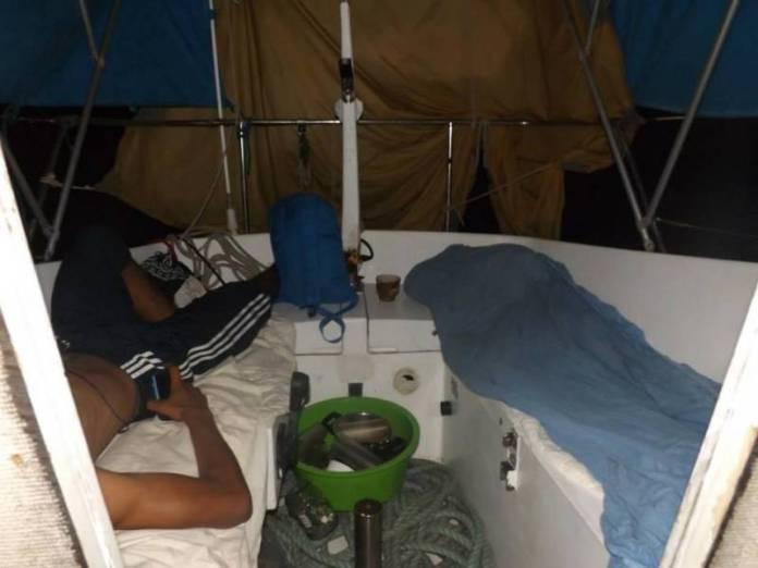 Spaní na palubě se nám trochu nevyplatilo.