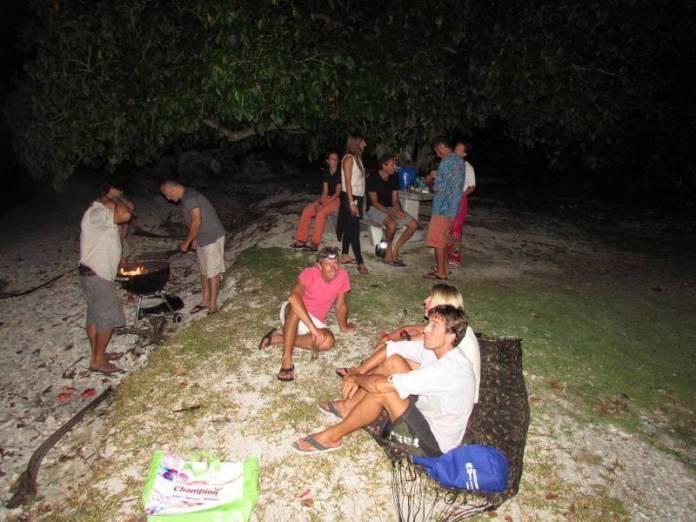 Večery na břehu.