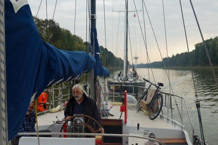 Táhneme plachetnici nevděčných Němců do Rendsburgu.