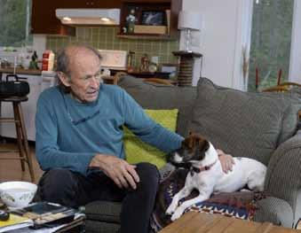 Mike Birch dokázal závodit až do vysokého věku. Ještě v 76 letech absolvoval Transat Jacques Vabre na lodi IMOCA.