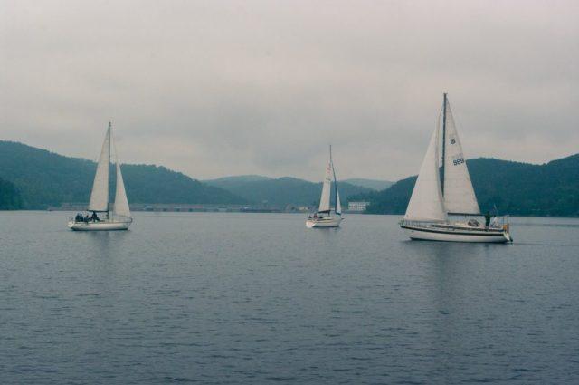 Odjíždějící zbytek flotily, foceno z Boncoeur.