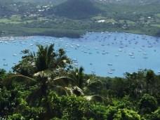 Hurican Bay na Martiniku, kde má loď vlastní mooring.
