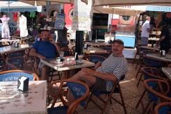 Zdeněk a Jura v kavárně