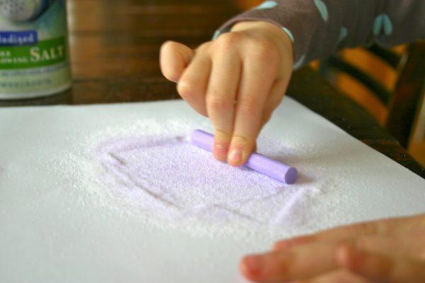 Окрашивание цветными мелками