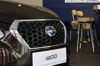Почему-то автосалоны описанного типа очень любят продавать Datsun on-Do: клиент приходи за Granta по цене до 400 тысяч, а уезжает на её аналоге, заплатив примерно миллион. У дилеров такая машина стоит лишь чуть дороже самой «Гранты»
