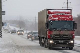 Снижение «неявного» лимита скорости особенно сильно ударит по тем, кто полжизни проводит на междугородних трассах
