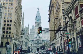 Мой бывший одноклассник (из параллели) Денис Петухов сейчас живёт в США, прислал фотки из пустой Филадельфии — это центр города