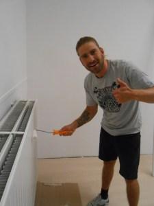Kevin Janssens aan het werk bij de European Krav Maga Academy verbouwingen