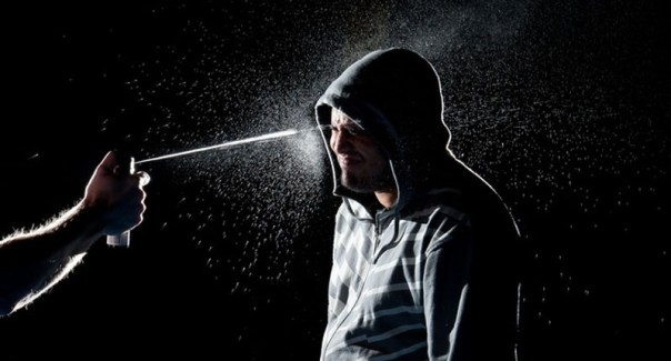 Man-blasted-in-the-face-with-pepper-spray-mace-800x430