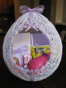 01 ferdig egg med påskegodter