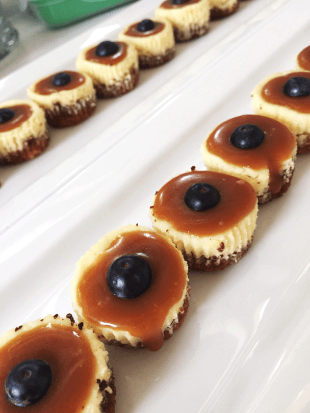 Mini Cheesecakes with Salted Caramel Sauce - kreatery.co.za @kreatery
