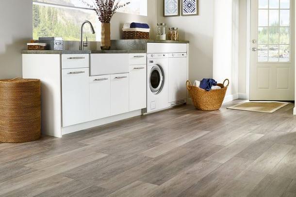 Luksuzni vinil podovi lvt luxury vinyl tiles kreativa for Casa moderna black walnut luxury vinyl plank