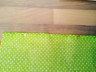 Lem připravený k šití zajištěný špendlíky