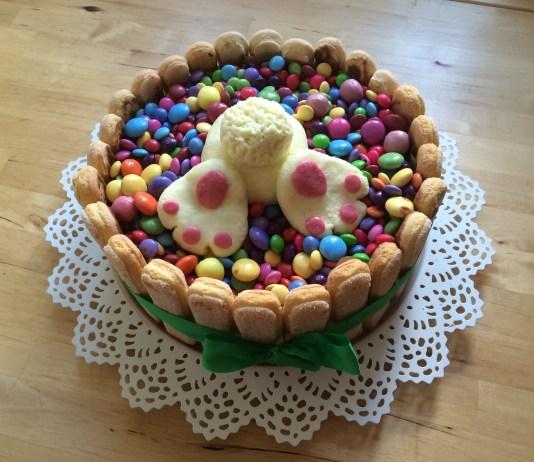 Velikonoční zajíc v dortu