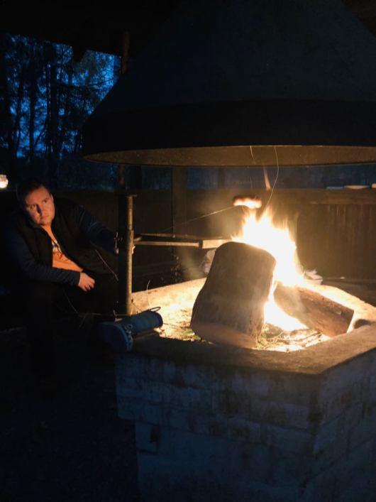 Večer je oheň ještě příjemnější