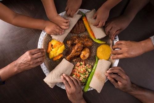 Makan Pakai Tangan 2