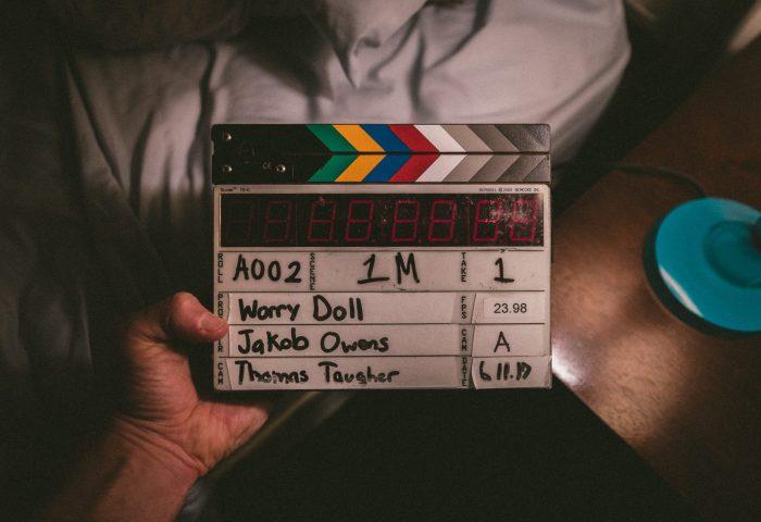 clapper-board-dalam-proses-produksi-film