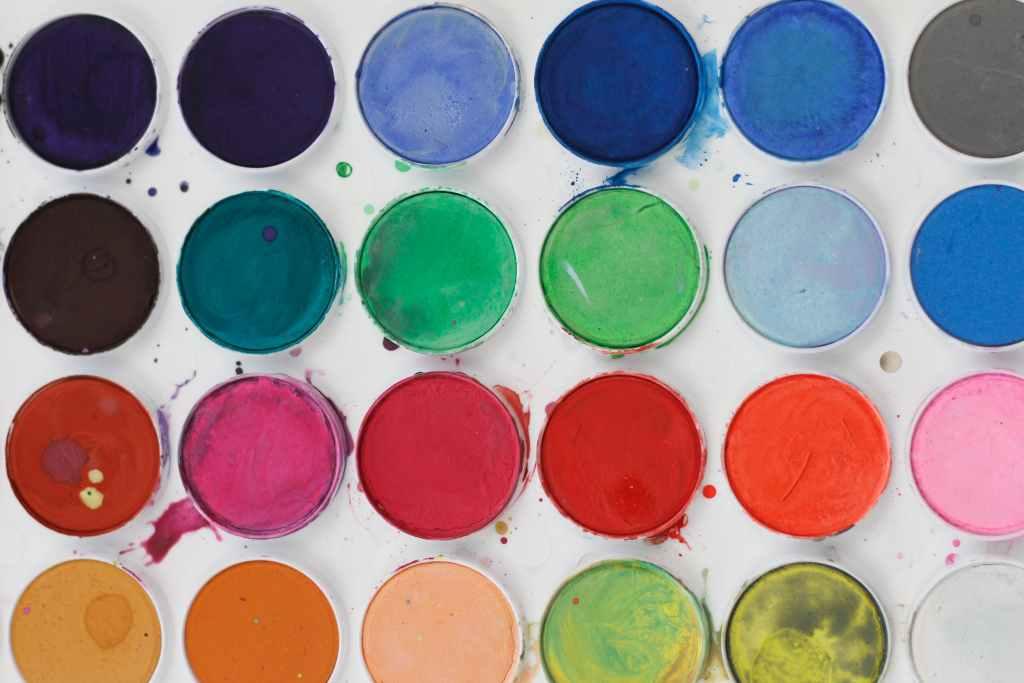 Pilih Tema Warna Terang dan Beragam