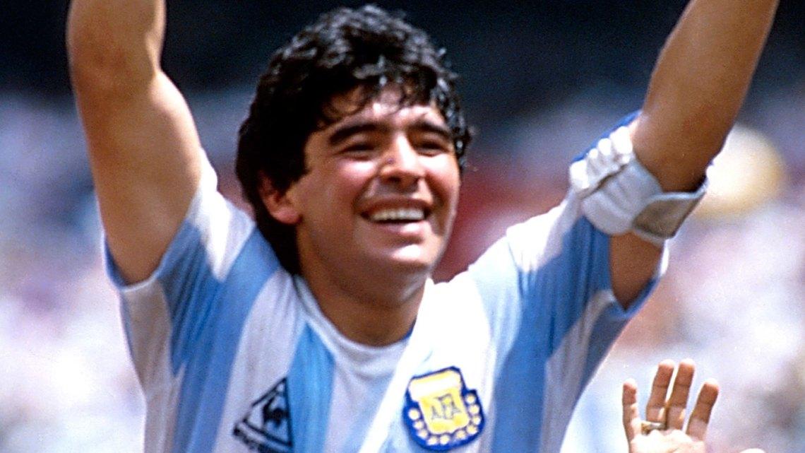 legenda-sepak-bola-maradona