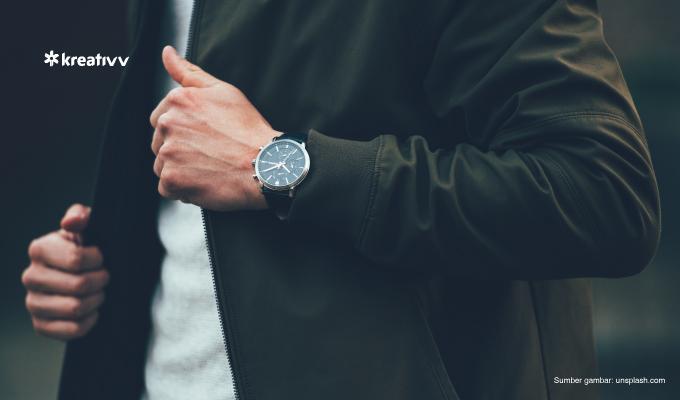 memakai-jam-tangan