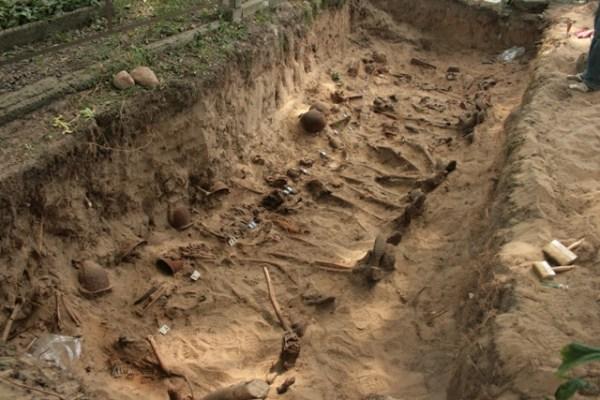 Szczątki żołnierzy w Kobryniu (1)