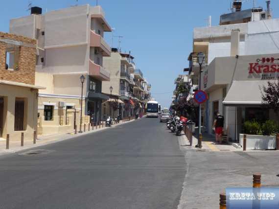 Hauptstrasse von Malia.