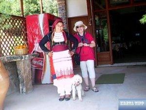 Traditiionelles kretisches Kostüm für Damen