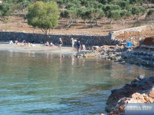 Touristen an einem Strand