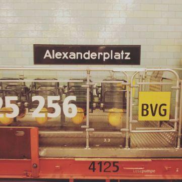 Before the take-off: Berlin-Alexanderplatz, Line 5 (Direction: Hönow).