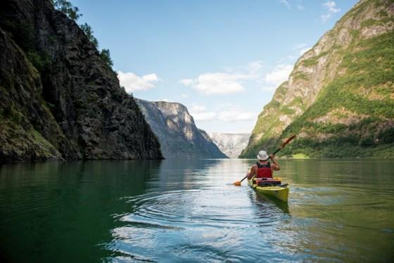 Norwegen aktiv entdecken: Zum Beispiel mit dem Kajak auf einem Fjord.
