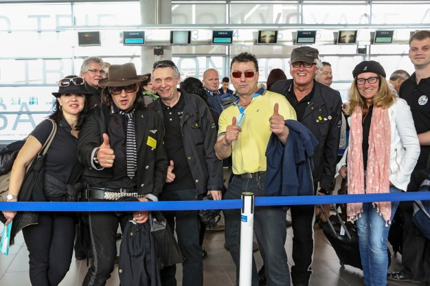 udo_lindenberg-doubles_beim_check-in_des_rockliners_tui_cruises