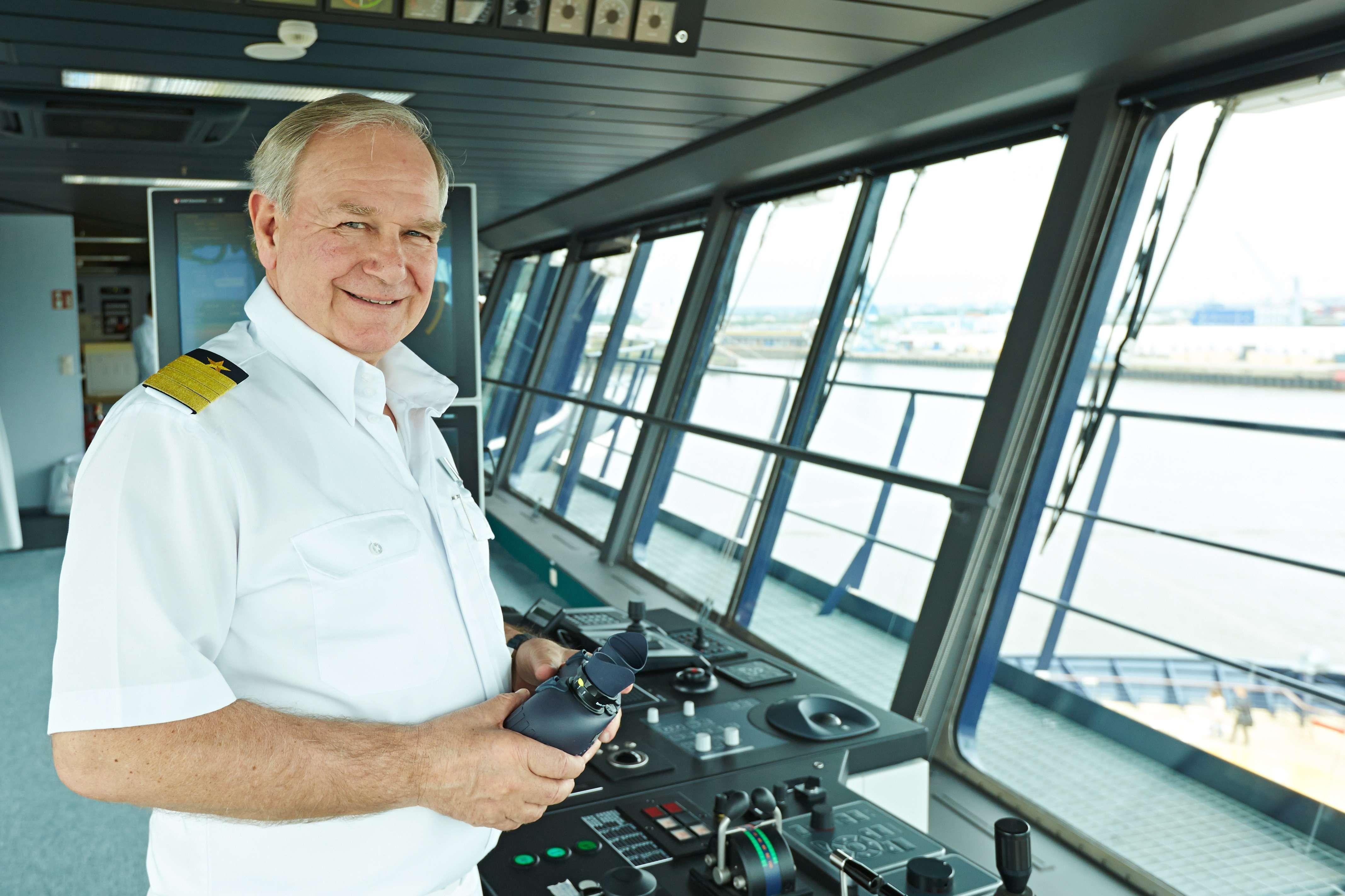 Hamburg, DEU, 10.06.2014, TUI Cruises Mein Schiff 3; Kapitän Kjell Holm