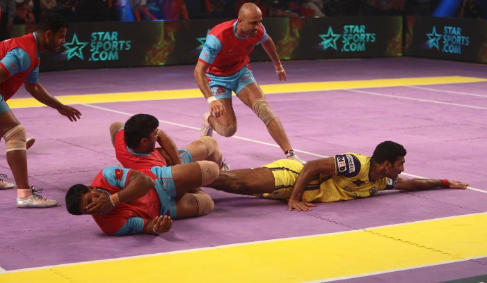 Indian Sports Fans Taken Over by 2015 Pro-Kabaddi Season as Mumbai Leads & Defending Champions Jaipur in Deep Trouble after Early Rounds