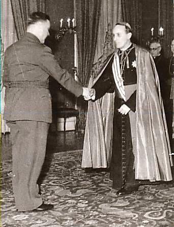 Архиепископът на католическата църква Aлойжие Степинач се среща с Анте Павелич