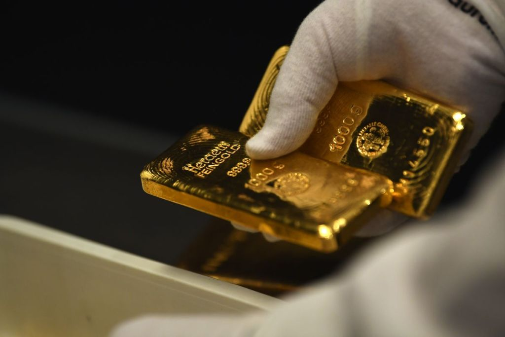 Ünlü Türk Ekonomist Altın'larını Sattı ve Nedenini Açıkladı!