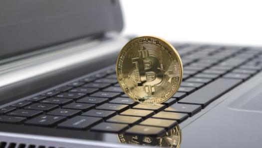 Кому заважають електронні гроші