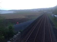 Skats no gājēju tiltiņa pār dzelzceļa sliedēm