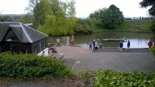 Grange-Over-Sands pilsētiņā, netālu no dzelzceļa stacijas, ir skaists parks ar dīķi, kurā dzīvo dažādi ūdensputni.