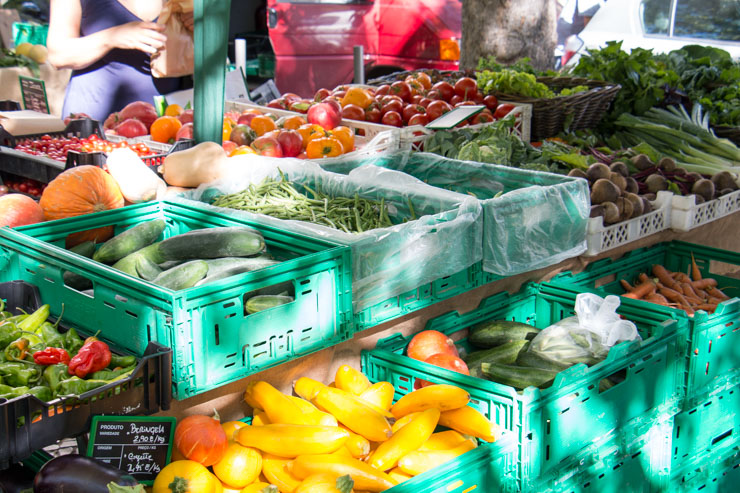 shop sustainable on a local farmers market - love the colours