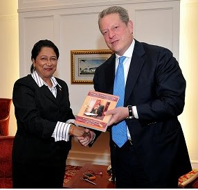 Al Gore receives Glass Ceiling