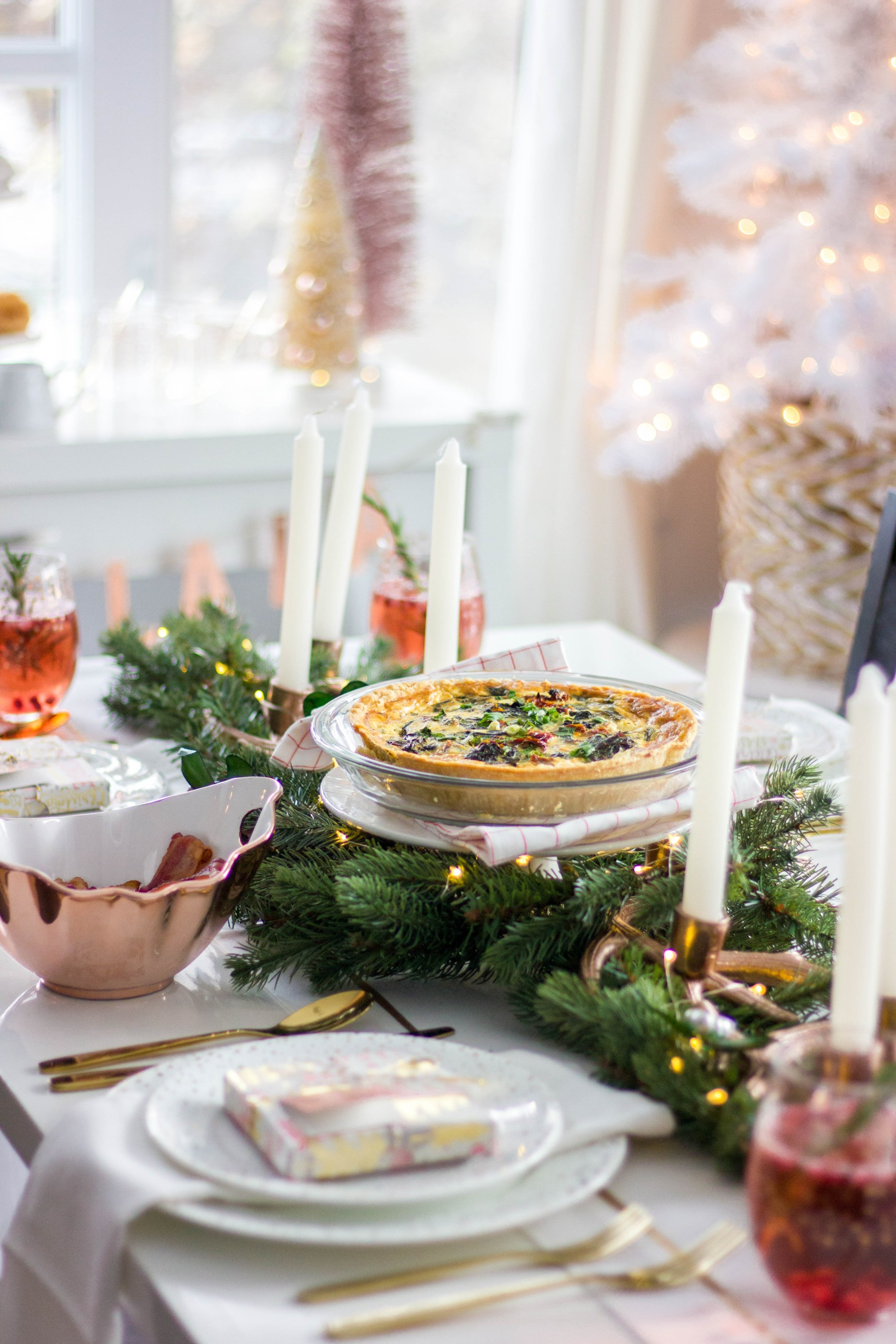 How To Throw The Ultimate Girls Holiday Brunch- How to throw the ultimate girls holiday brunch-'Tis the season for sparkle, cocktails, and all the holiday parties! I'm sharing my top tips on how to throw the ultimate girls holiday brunch, stress-free.