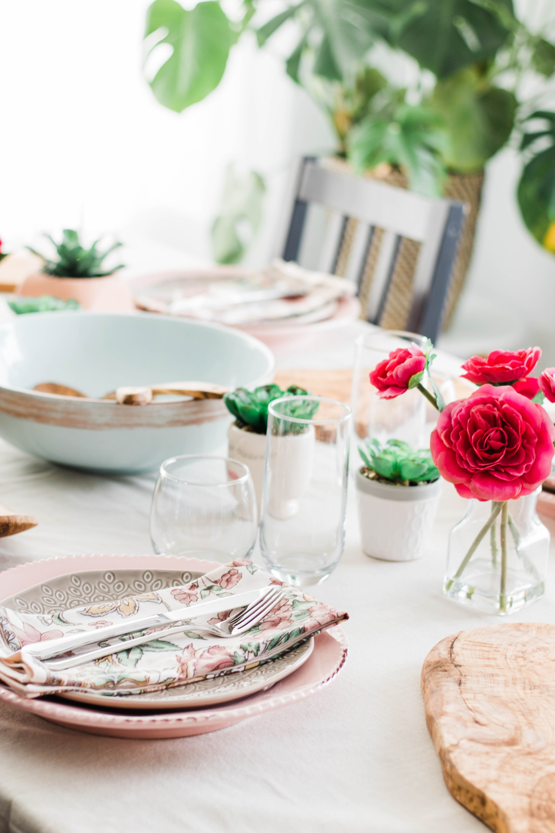 A Dinner Party To Celebrate Spring's Arrival. #tablescape #dinnerparty #spring #dinner