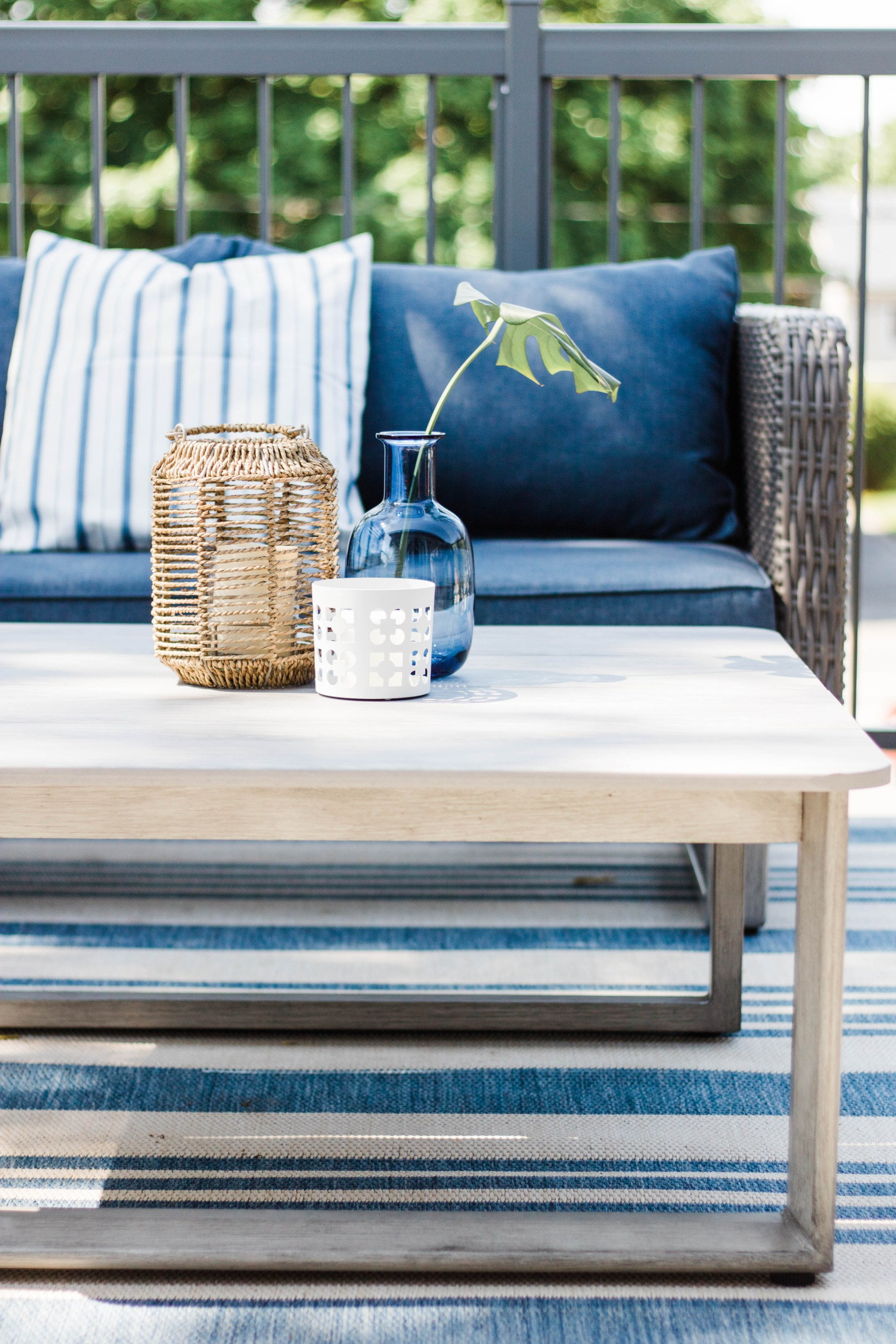 Patio Makeover Reveal || Patio ideas for a small patio or balcony. #patio #patiodesigns #summer #outdoorspace #modernoutdoorspace
