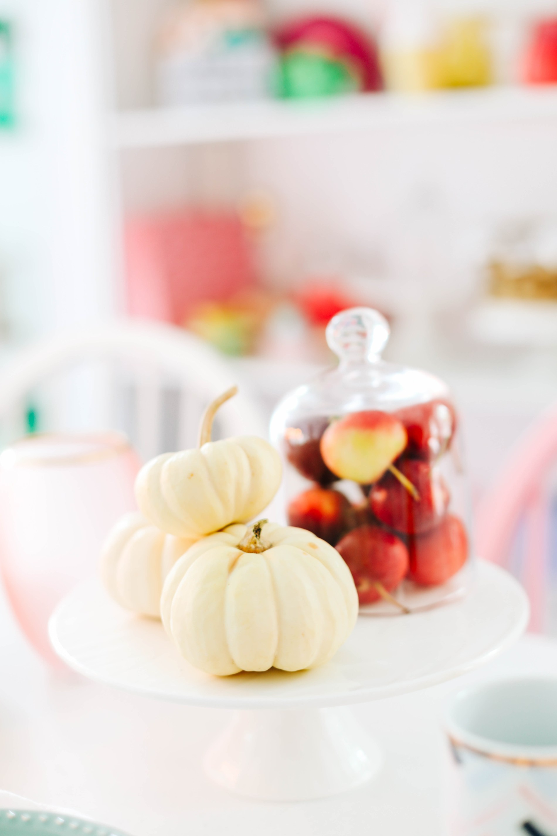 The Ultimate Guide To Your First Colorful Friendsgiving | a guide to hosting Canadian thanksgiving #entertaining #thanksgiving #tablescape #holidays #partydecor