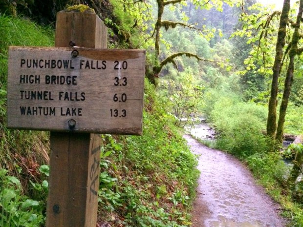 Eagle Creek Distance Sign