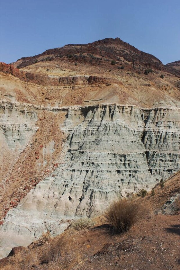 Fossil Beds trail of fire view