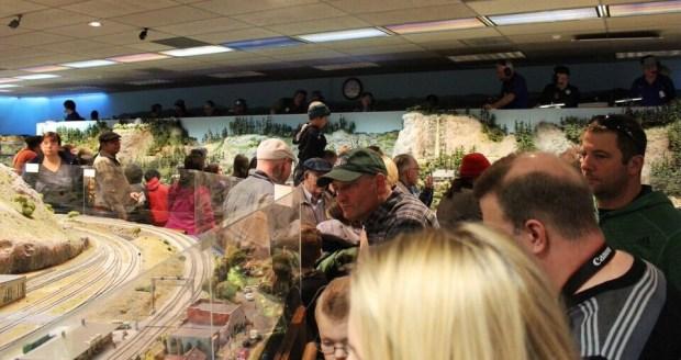 Model railroad crowd