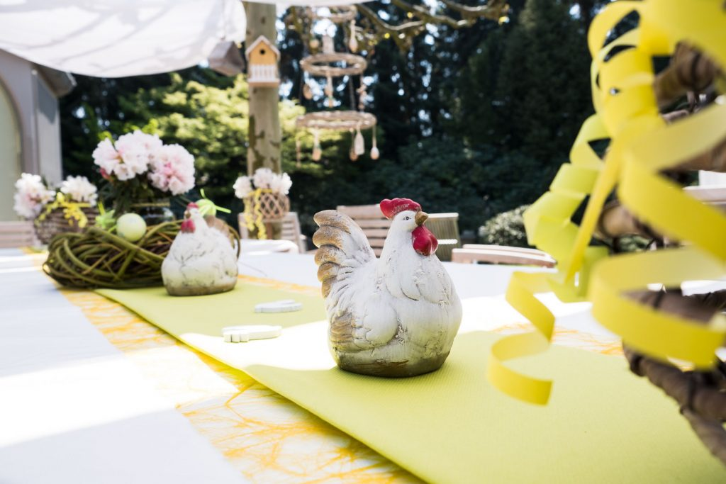 Easter table decoration chicken