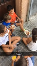 The kids enjoying fideua