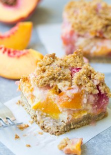 Peach Pie Bars with a creamy fruit filling and a crumbly crust! You'd never know this dessert is healthier and refined sugar free! | www.kristineskitchenblog.com